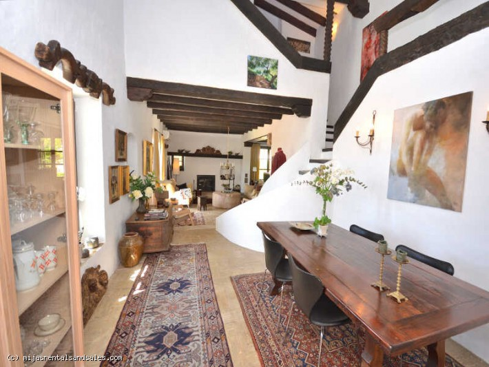 Rustic villa walking distance to Mijas