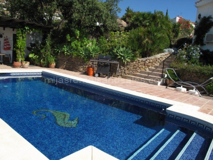 Villa with panoramic views and independent guest apartment