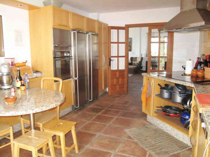 Villa with rustic features for sale