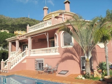 Substantial villa for sale in Buena Vista