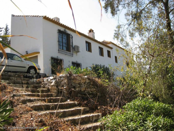 Urban plot close to Mijas with house